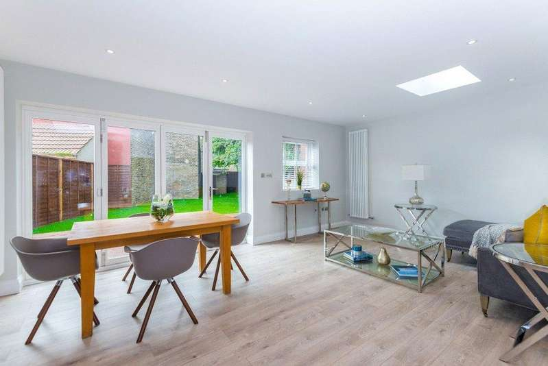 3 Bedrooms Flat for sale in Fort Garry, London, NW10