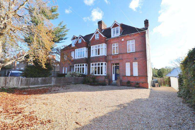6 Bedrooms Semi Detached House for sale in Park Road, Burgess Hill, West Sussex