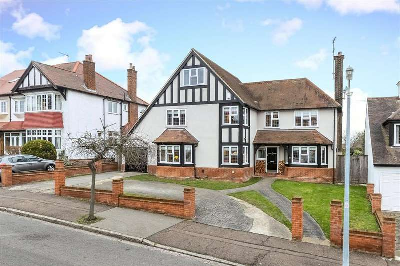 5 Bedrooms Detached House for sale in Luctons Avenue, Buckhurst Hill, Essex, IG9