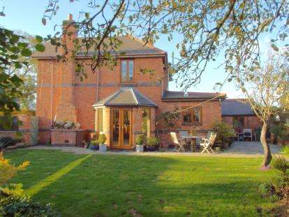 2 Bedrooms Semi Detached House for sale in Barkbythorpe Lane, Syston, Leicester, Leicestershire