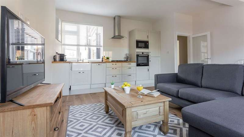 2 Bedrooms Flat for sale in Coldharbour Lane , Camberwell , London , SE5 9RP