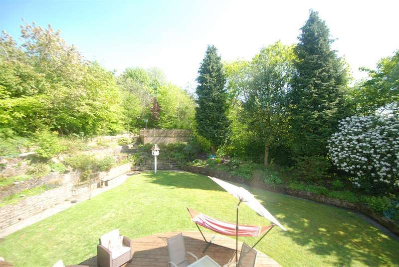 4 Bedrooms Detached House for sale in Woodend Drive, Stalybridge, Cheshire, SK15 2SF