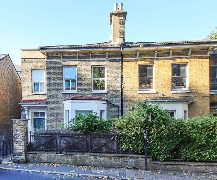 2 Bedrooms Flat for sale in Charlton Church Lane London SE7
