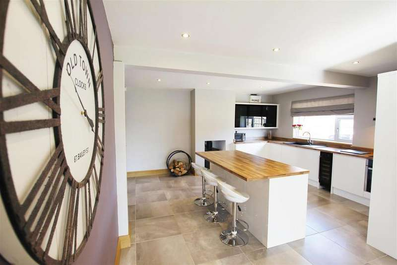 4 Bedrooms Detached Bungalow for sale in Touchwood, Church Street, Clowne, Chesterfield, S43 4BL