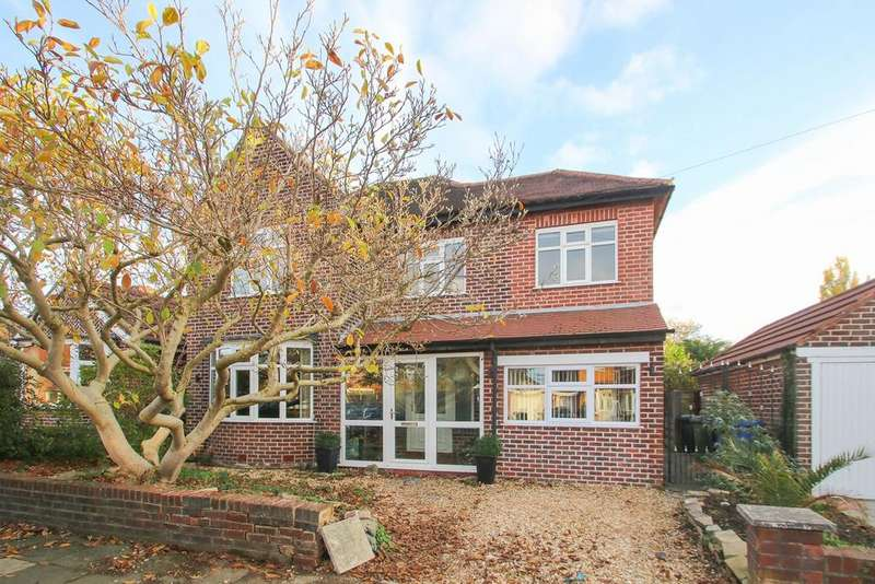 4 Bedrooms Detached House for sale in Overdale Crescent, Flixton, Manchester, M41