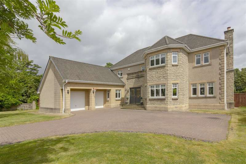 5 Bedrooms Detached House for sale in Castle View, Airth