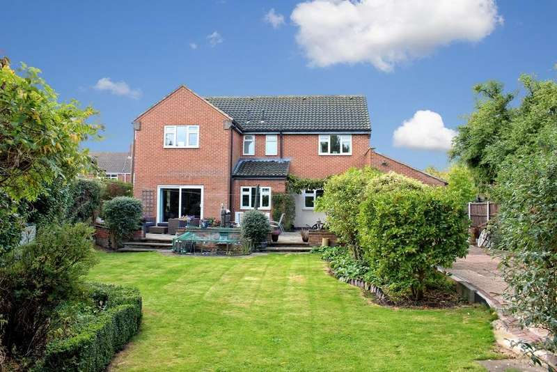 5 Bedrooms Detached House for sale in No Mans Heath, Warwickshire, B79