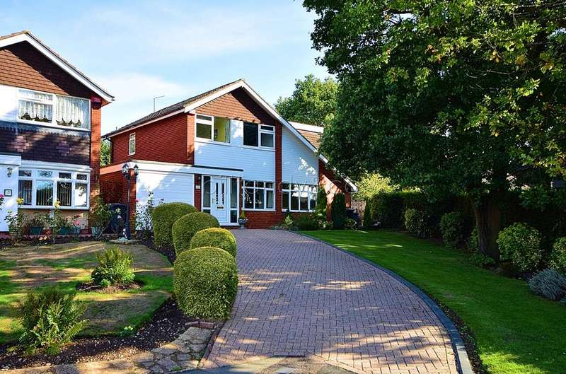 4 Bedrooms Detached House for sale in Gorstey Lea, Burntwood, WS7