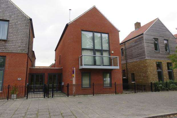 3 Bedrooms Semi Detached House for sale in West Street, Upton, Northampton, NN5