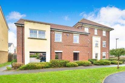 2 Bedrooms Flat for sale in Alder Court, Redhouse Park, Milton Keynes, Buckinghamshire