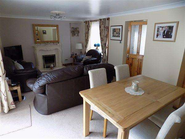 2 Bedrooms End Of Terrace House for sale in Eastside Row, Cwmtillery, NP13 1LL