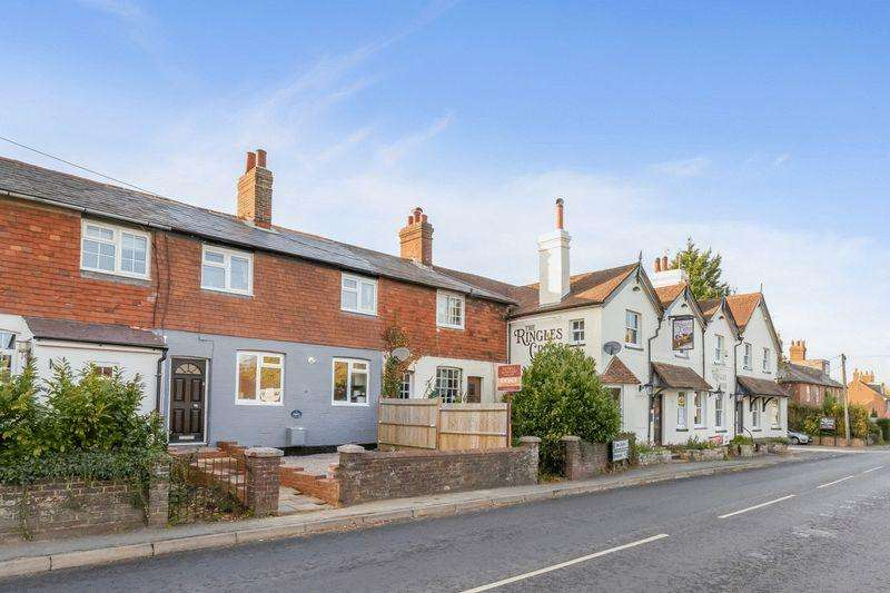 2 Bedrooms Terraced House for sale in Ringles Cross, Uckfield, East Sussex