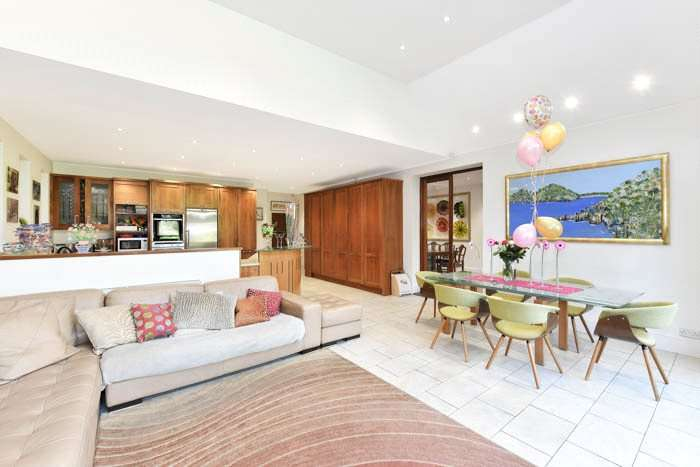 5 Bedrooms Property for sale in Beechwood Avenue Finchley London