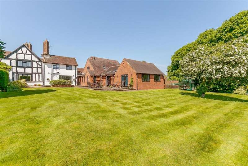 4 Bedrooms Detached House for sale in Church Road, Norton Lindsey, Warwickshire
