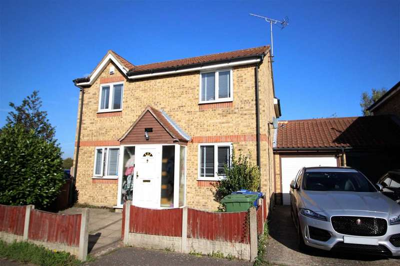 3 Bedrooms Detached House for sale in Danbury Crescent
