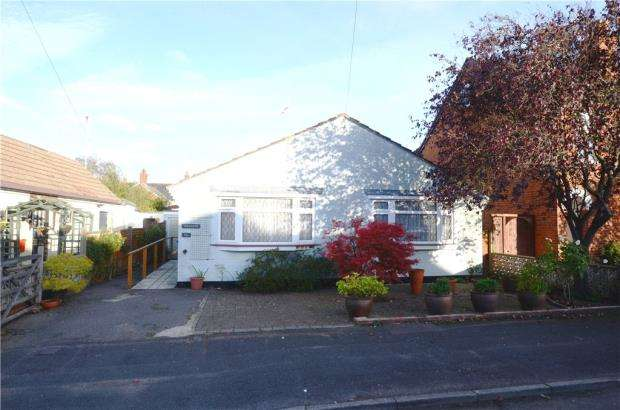 2 Bedrooms Detached Bungalow for sale in Windsor Road, Farnborough, Hampshire