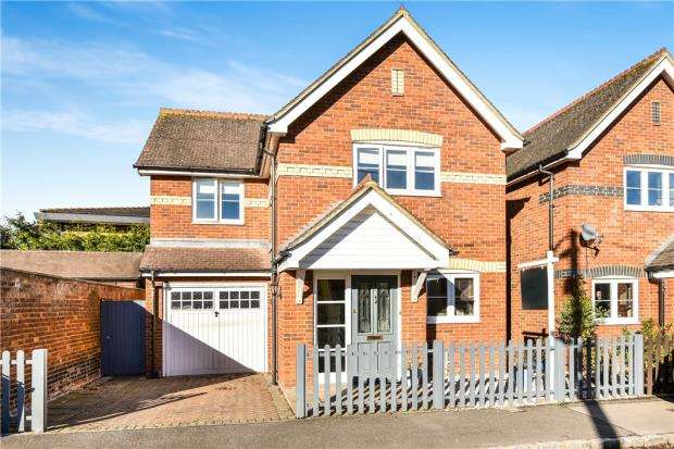 3 Bedrooms Detached House for sale in School Road, Wooburn Green, High Wycombe