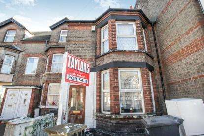 3 Bedrooms Terraced House for sale in Francis Street, Luton, Bedfordshire