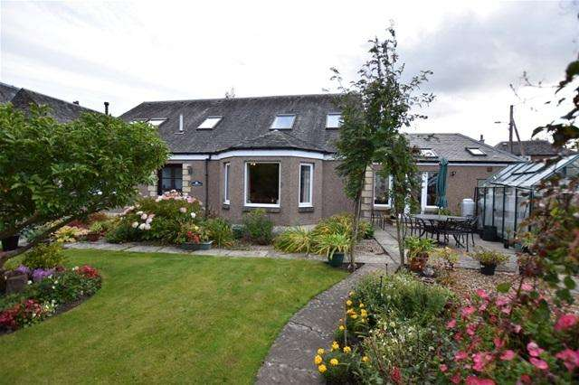 5 Bedrooms Detached House for sale in Nellfield Lane, Crieff