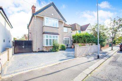 4 Bedrooms Detached House for sale in Park Avenue, Watford, Hertfordshire, .