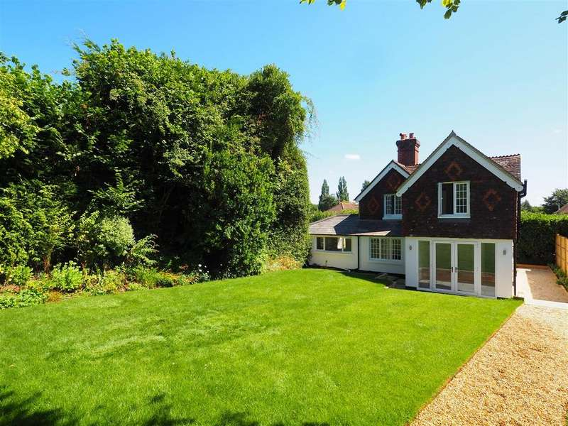 3 Bedrooms Detached House for sale in Pulens Lane, Petersfield