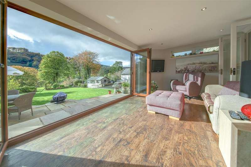 5 Bedrooms Detached House for sale in Burnley Road, Cliviger, Burnley, Lancashire