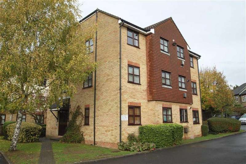 2 Bedrooms Flat for sale in Lea Court, North Chingford