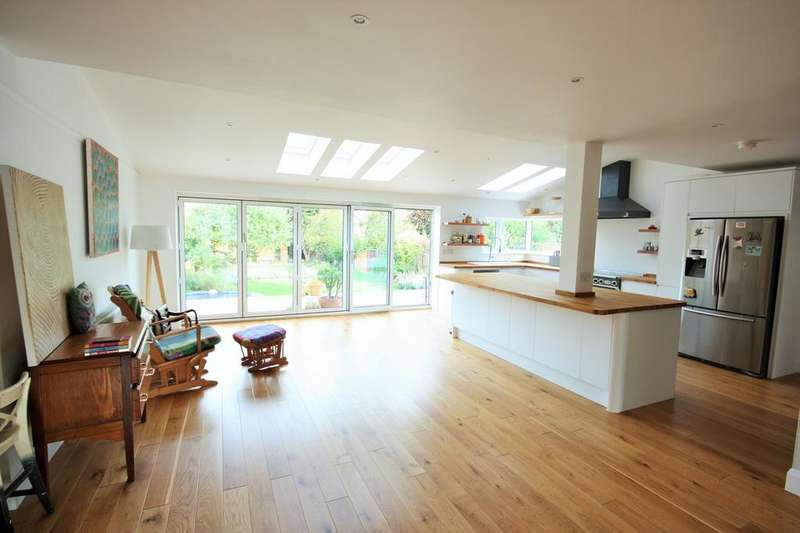 4 Bedrooms Semi Detached House for sale in St Johns Avenue, Chelmsford, CM2