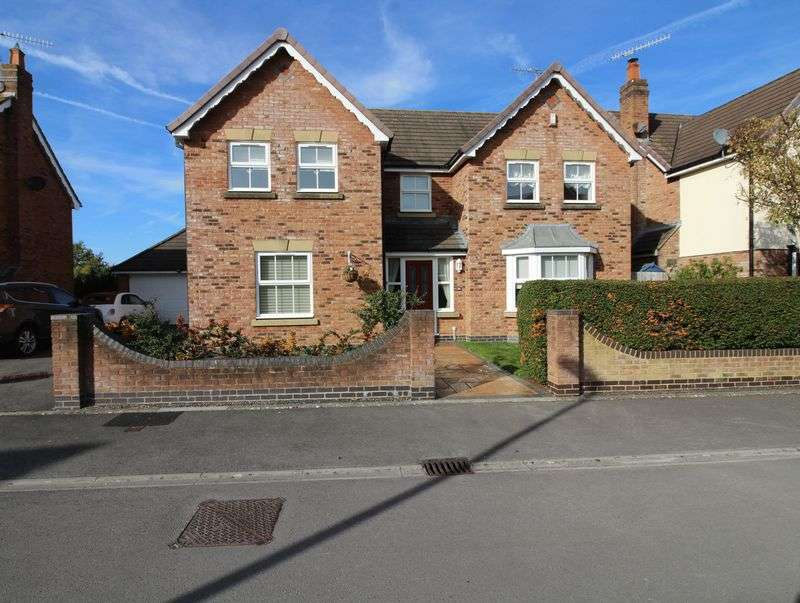 4 Bedrooms Property for sale in Warner Close, Cleeve
