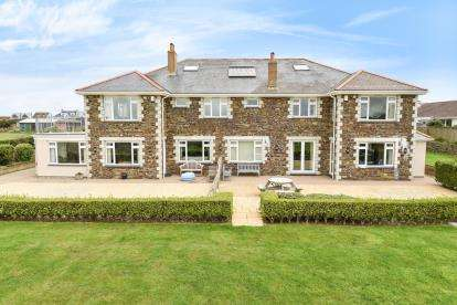 7 Bedrooms Detached House for sale in Crantock, Cornwall