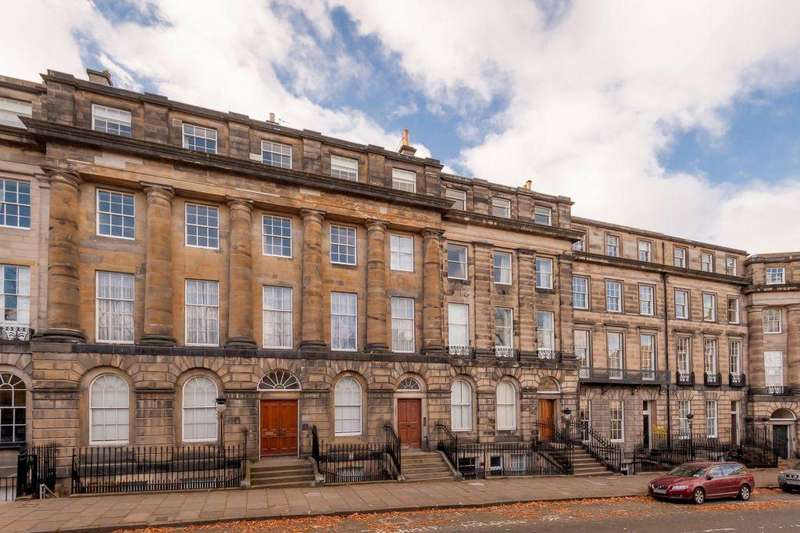 3 Bedrooms Flat for sale in 28 (1F) Moray Place, Edinburgh, EH3 6BX