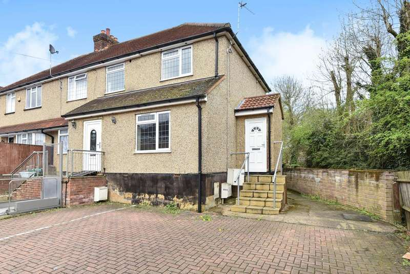3 Bedrooms House for sale in High Wycombe, Buckinghamshire, HP13