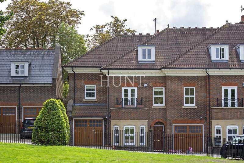 4 Bedrooms End Of Terrace House for sale in Regents Drive, Woodford Green