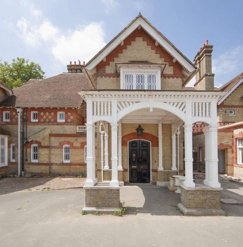 4 Bedrooms Cottage House for sale in East Cowes, Isle of Wight