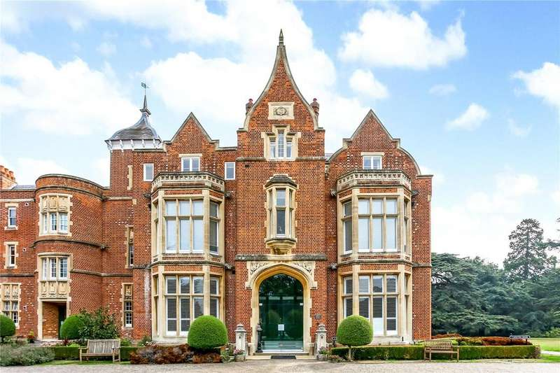 3 Bedrooms Maisonette Flat for sale in Meryton House, Longbourn, Windsor, Berkshire, SL4