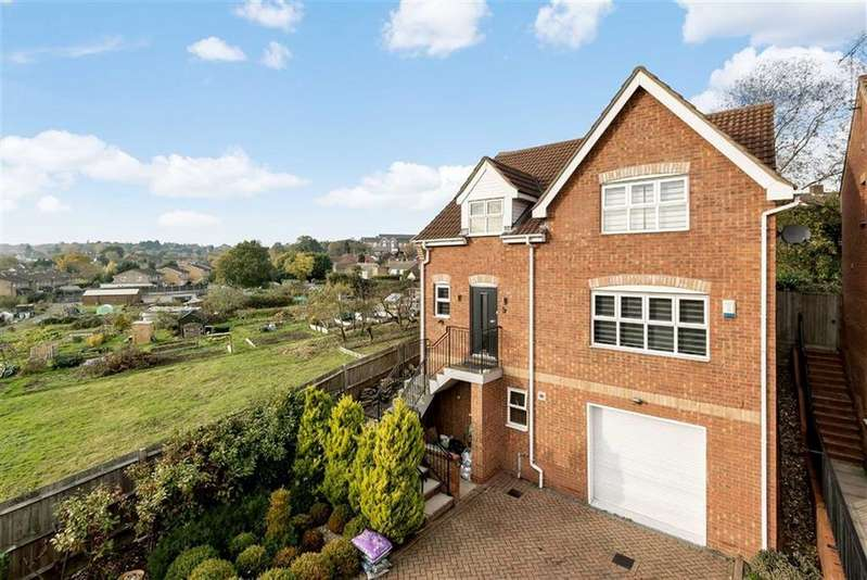 4 Bedrooms Detached House for sale in Darlands Drive, Barnet, Hertfordshire