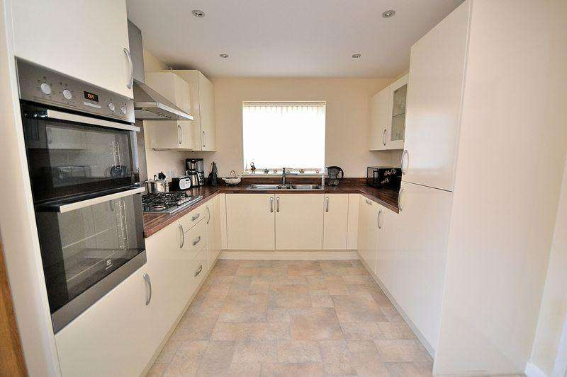 4 Bedrooms Detached House for sale in Bacchus Gardens, Leighton Buzzard