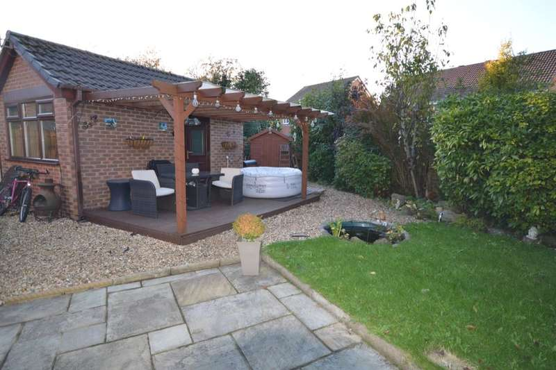 2 Bedrooms Semi Detached House for sale in White Moss Road, Skelmersdale, WN8