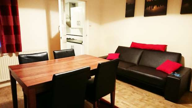 2 Bedrooms Property for sale in Butlin Road,, Luton, Bedfordshire, LU1 1LD