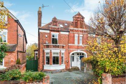 5 Bedrooms Semi Detached House for sale in Crescent Road, Stafford
