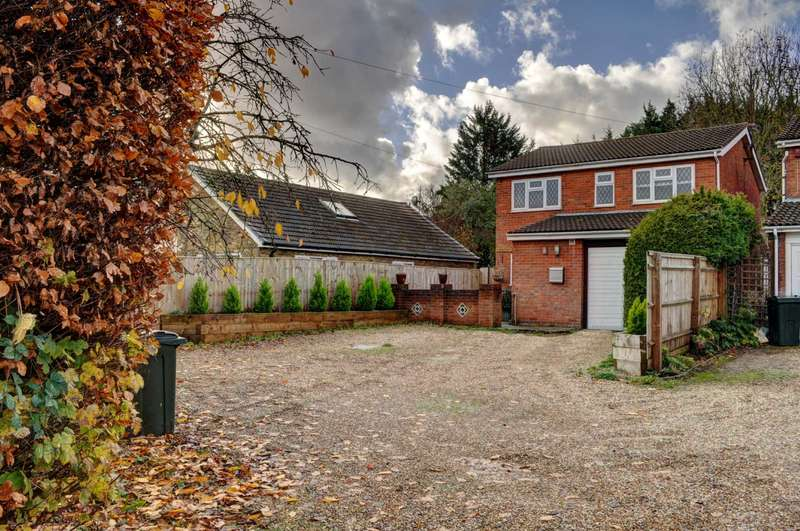 4 Bedrooms Detached House for sale in Stunning Home With Large Garden
