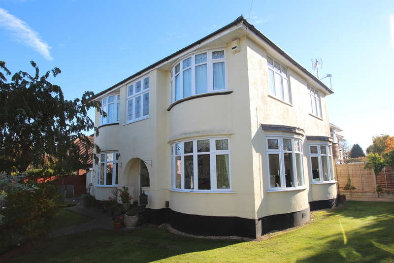 4 Bedrooms Detached House for sale in BOSCOMBE EAST