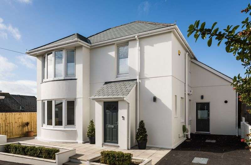 4 Bedrooms Property for sale in Trethellan Hill, Newquay