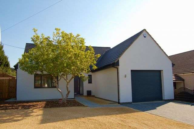 4 Bedrooms Detached House for sale in Glenville, Spinney Hill, Northampton NN3 6LZ