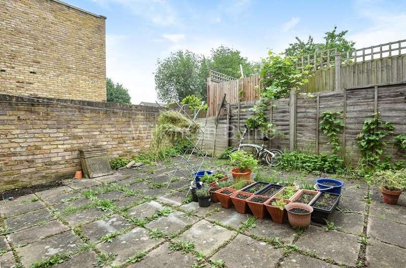 2 Bedrooms Ground Flat for sale in Bowes Road