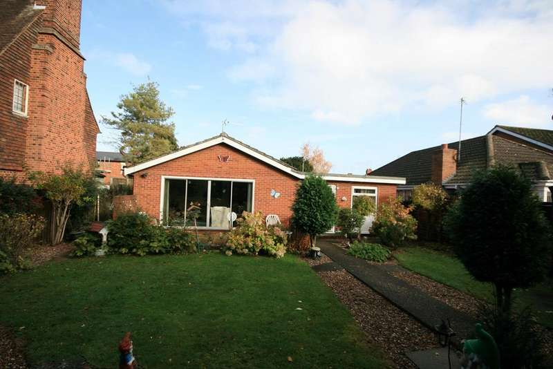 2 Bedrooms Bungalow for sale in Collingwood Road, Northampton, NN1