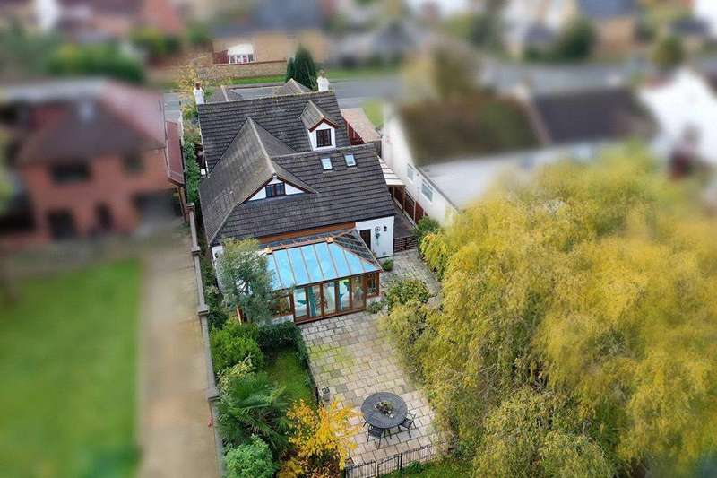 5 Bedrooms Detached House for sale in Dalys Road, Rochford, Essex, SS4