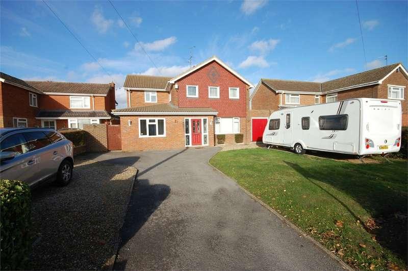 4 Bedrooms Detached House for sale in Camborne Avenue, Aylesbury, Buckinghamshire