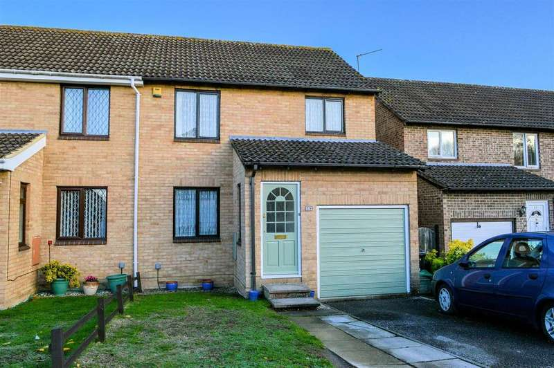 3 Bedrooms Semi Detached House for sale in Sweet Briar Drive, Calcot, Reading