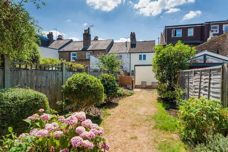 2 Bedrooms Semi Detached House for sale in Windsor